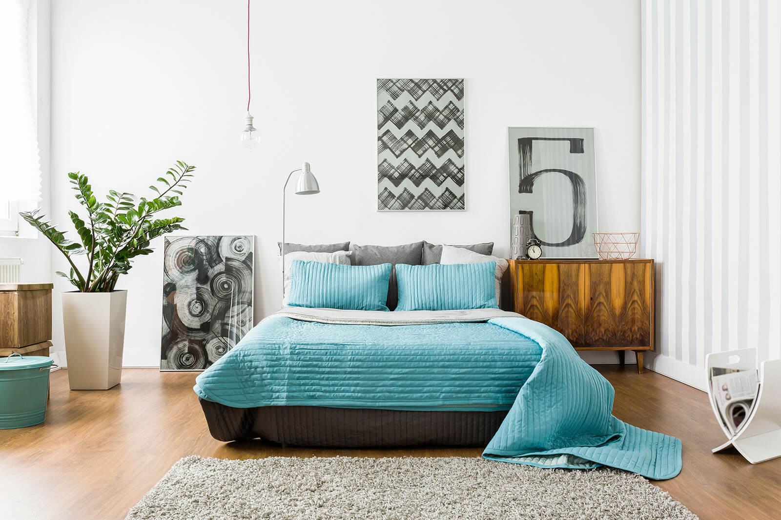 Donkere laminaat vloer in slaapkamer